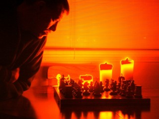 ESTRATEGIAS DE SUPERVIVENCIA ¿O ALGO MÁS? LA GUERRA, EL AJEDREZ Y LA VIDA COTIDIANA DEL DEPRESIVO PARANOIDE