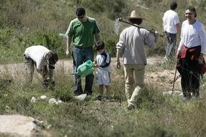 ECOLOGISTAS PLANTAN UN CENTENAR DE ÁRBOLES EN EL BARRANCO DEL NANO (MELILLA)