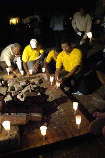 ENCIENDEN VELAS EN PROTESTA POR TALA DE ÁRBOLES. EN SANTO DOMINGO (REPÚBLICA DOMINICANA)