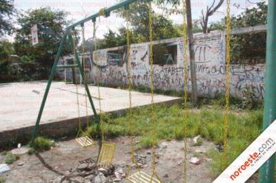 MAZATLÁN (MEXICO): PARQUES ABANDONADOS POR EL AYUNTAMIENTO, VECIN@S A SU CUIDADO. UN PROBLEMA UNIVERSAL